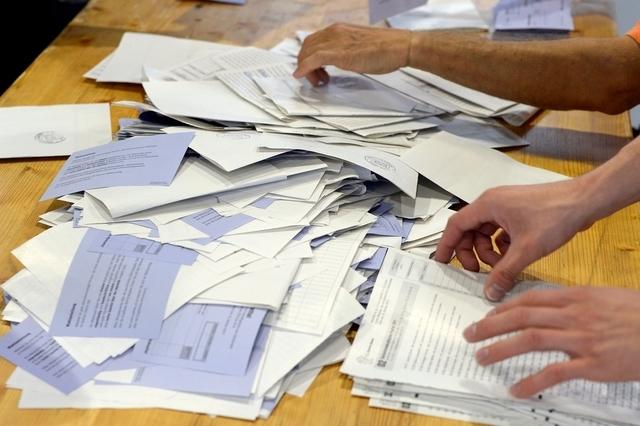 Wahlbüro bleibt Handarbeit